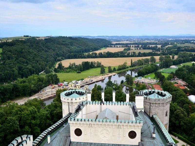 Панорамные виды долины реки Влтава, открывающиеся из башен Глубока-над-Влтавоу / Чехия