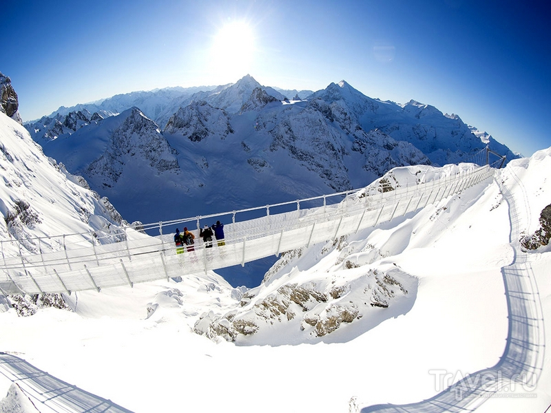 С моста Titlis Cliff Walk открывается одна из лучших панорам горных хребтов швейцарских Альп / Швейцария