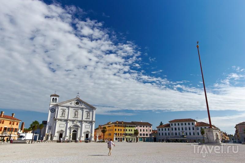 В городе Пальманова, Италия / Фото из Италии