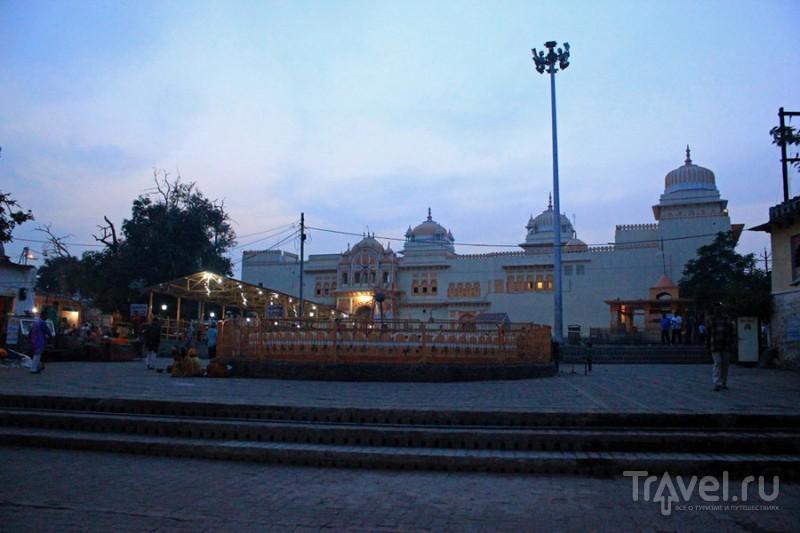 Орчха. Деревня и храмы / Индия