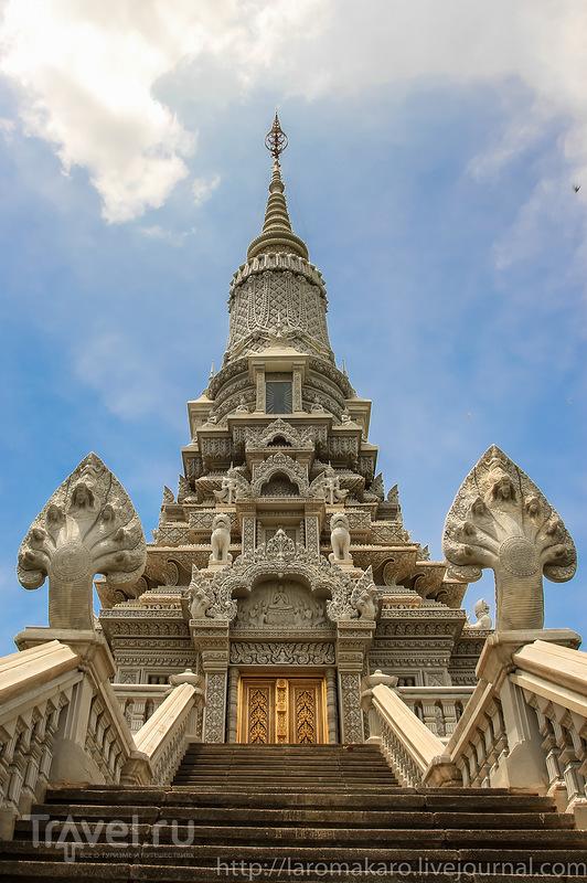 Удонг, старая трижды столица Камбоджи и усыпальница кхмерских королей / Фото из Камбоджи