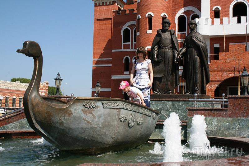 Памятник Петру и Февроньи в Йошкар-Оле, Россия / Фото из России