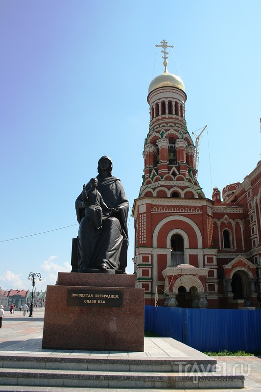 Памятник Богородице  в Йошкар-Оле, Россия / Фото из России