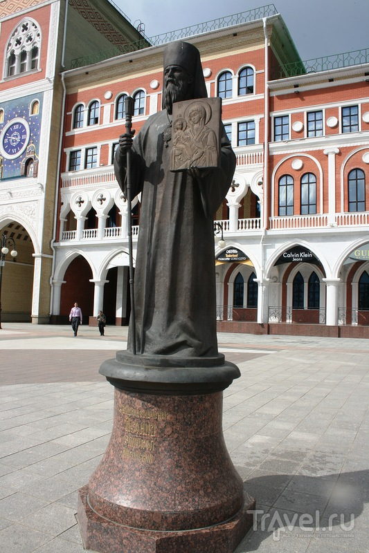 Памятник епископу Леониду в Йошкар-Оле, Россия / Фото из России