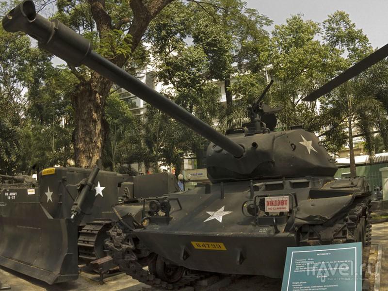 """Танк M-41 """"Уокер Бульдог"""" из экспозиции военного музея в Хошимине, Вьетнам / Фото из Вьетнама"""