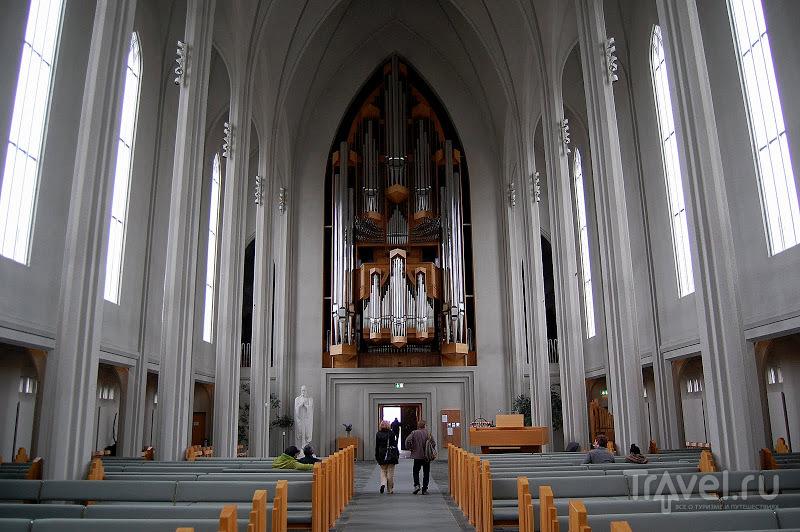 В церкви Хатльгримскиркья в Рейкьявике, Исландия / Фото из Исландии