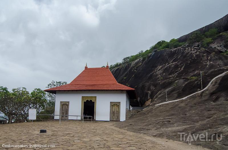 Пещерные храмы Дамбуллы и немного истории конфликта / Фото со Шри-Ланки