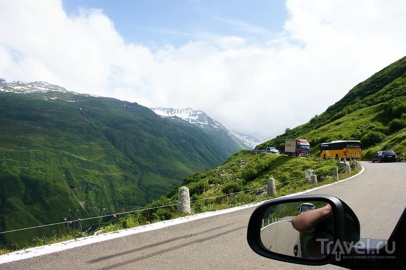 Дорога через перевал Oberal / Швейцария