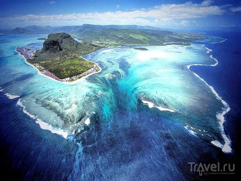 Панораму подводных каскадных водопадов на Маврикии лучше всего наблюдать с высоты птичьего полета / Маврикий