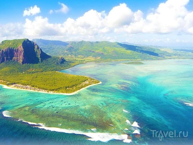 Необычные ландшафты подводного водопада образованы намывом песка и иловыми отложениями, Маврикий / Маврикий