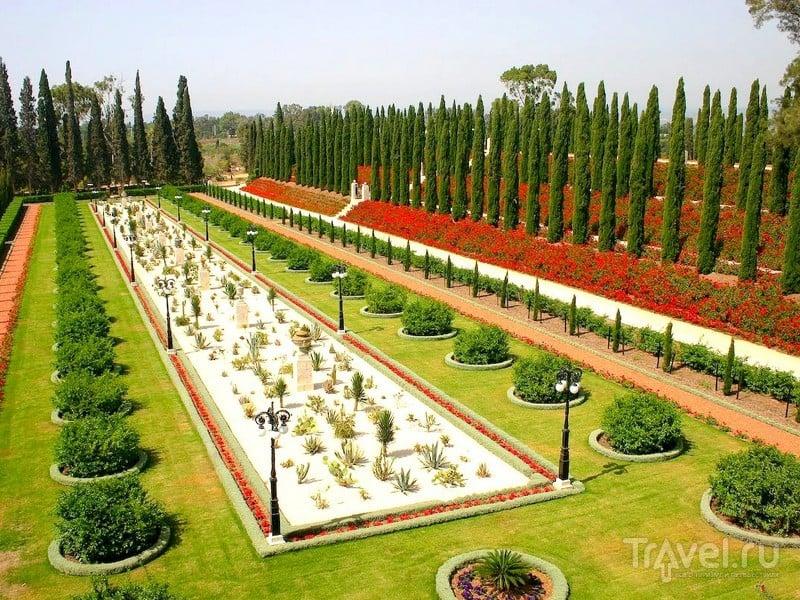 Выполненные в персидском стиле террасы и цветники, аллеи и газоны в Бахайских садах Хайфы, Израиль / Израиль