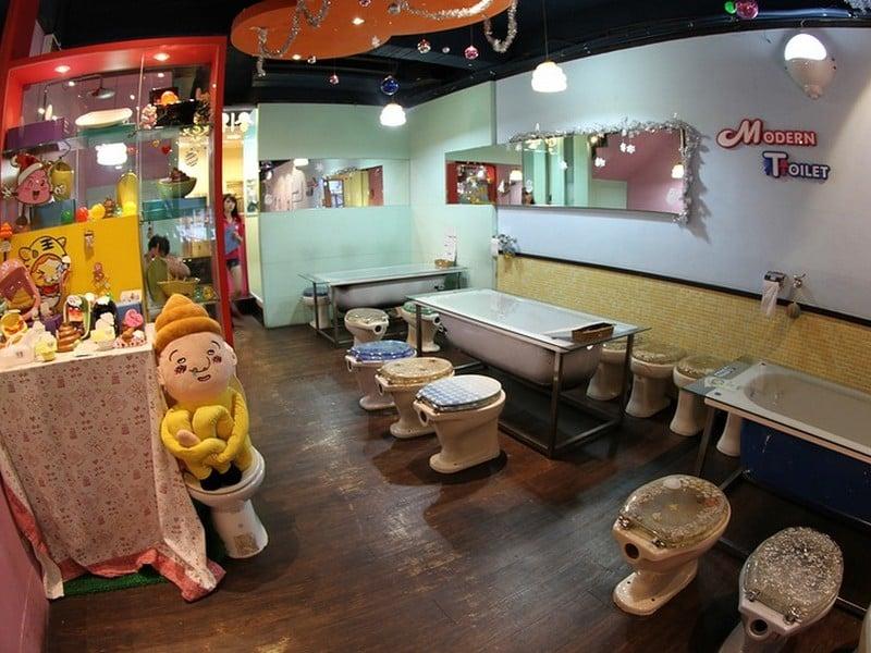 Вместо салфеток посетителям Modern Toilet предлагается туалетная бумага, Тайвань / Тайвань