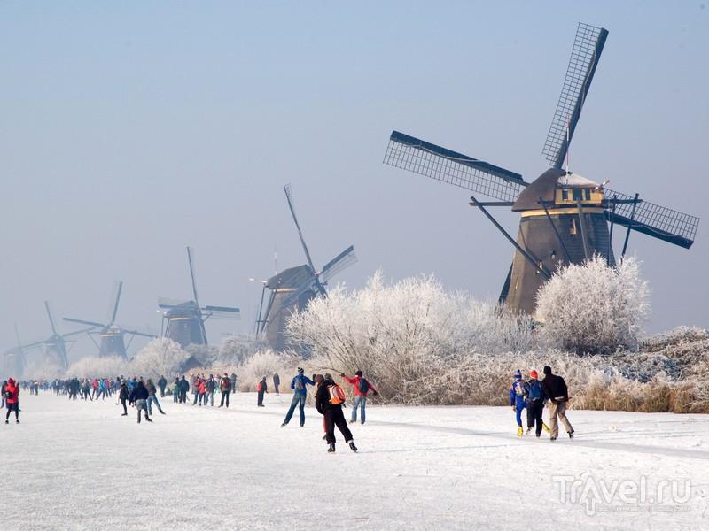 В зимние месяцы каналы Киндердейка представляют собой каток естественного происхождения, Нидерланды / Нидерланды