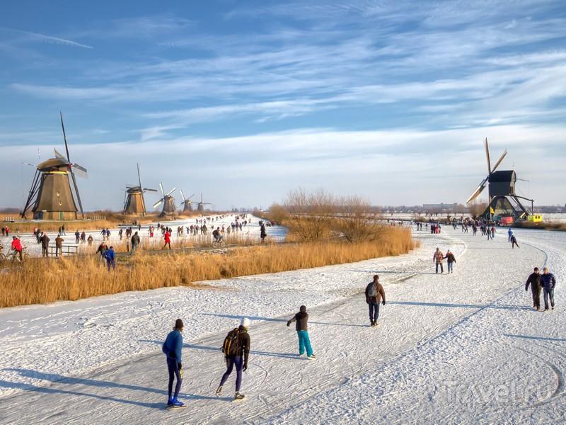 Прогулка по скованным льдом каналам - еще один экскурсионный маршрут в общине Алблассердам, Нидерланды / Нидерланды