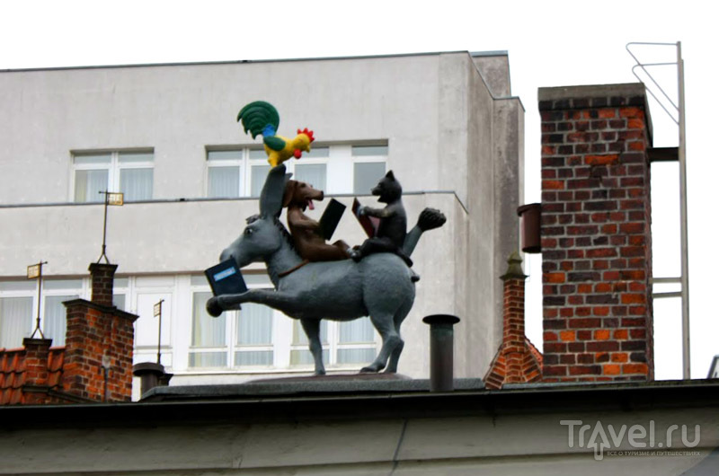 Бременские музыканты на крыше, город Бремен, Германия / Фото из Германии