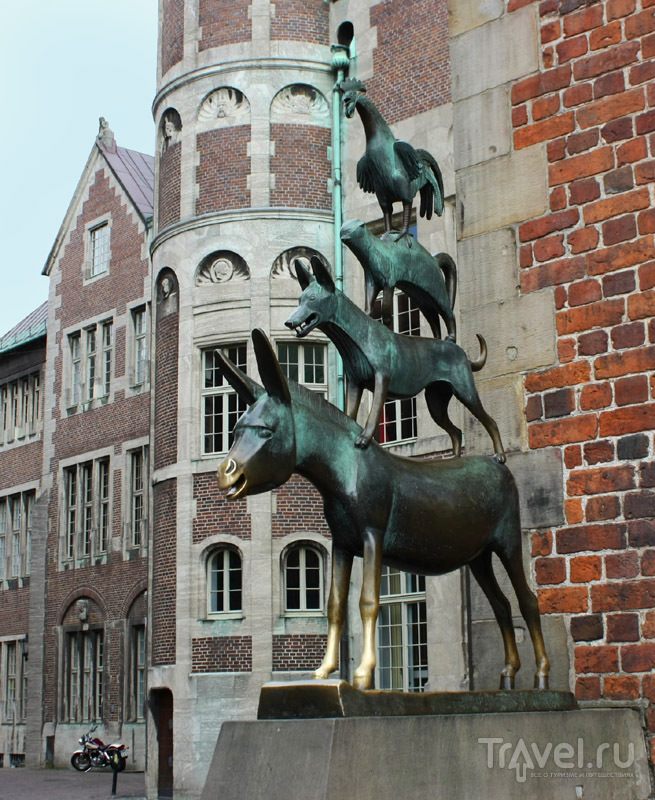 Скульптура бременских музыкантов в Бремене, Германия / Фото из Германии