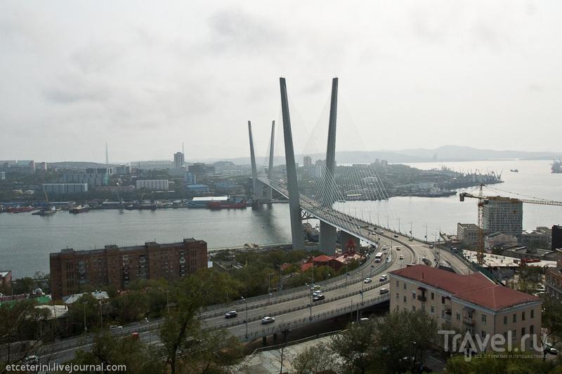 Бухта Золотой Рог и Золотой мост во Владивостоке, Россия / Фото из России