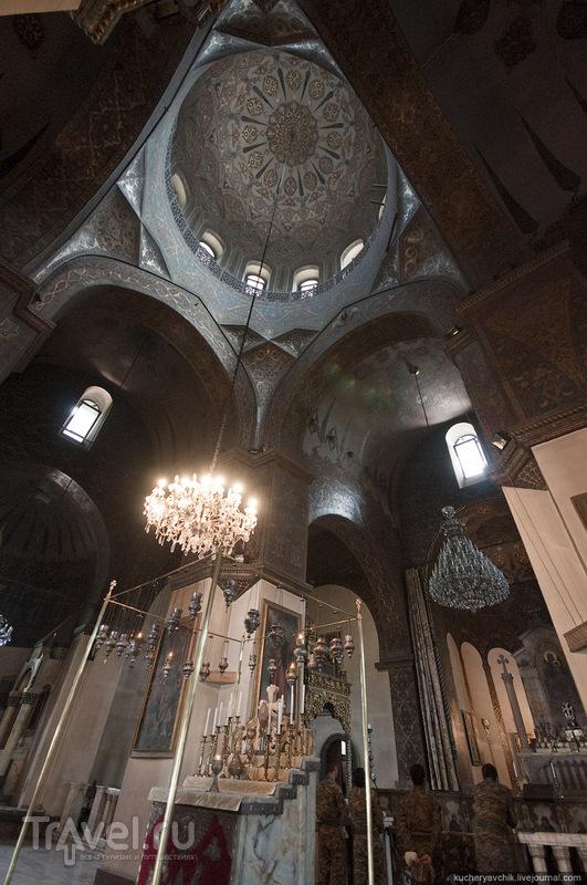 Интерьер Эчмиадзинского собора / Армения