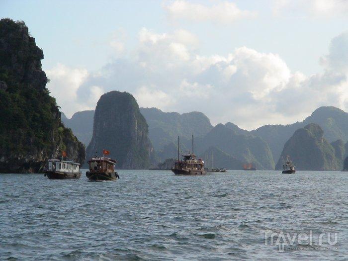 Наш пароход вперёд плывёт, в Халонге остановка / Вьетнам