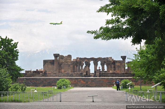 Фотография идущего на посадку российского самолёта S7 / Армения