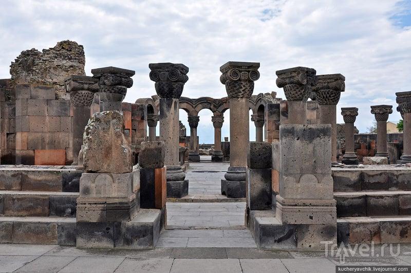 После землетрясения камни пролежали в земле почти тысячу лет, прежде чем их открыли археологи / Армения