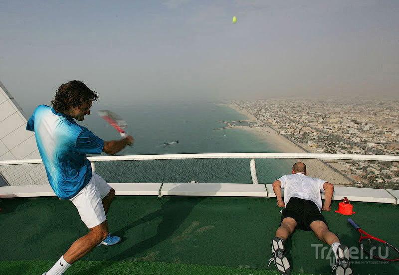 Самая красивая в мире вертолетная площадка: сыграем в теннис над облаками?
