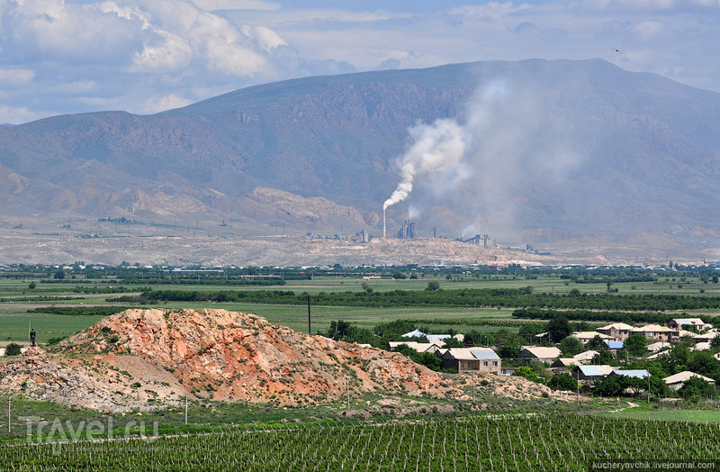 Традиционно аграрная страна, в Армении редко можно увидеть трубу, тем более дымящую. / Армения