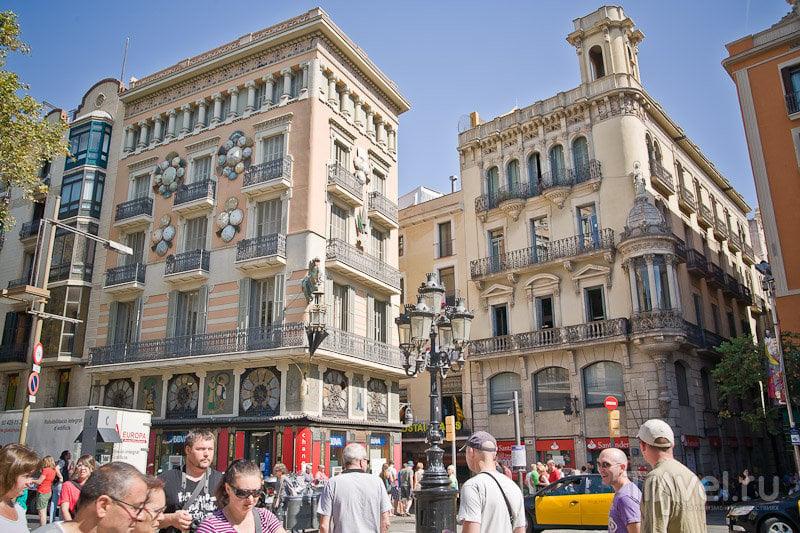 На улице Рамбла в Барселоне, Испания / Фото из Испании