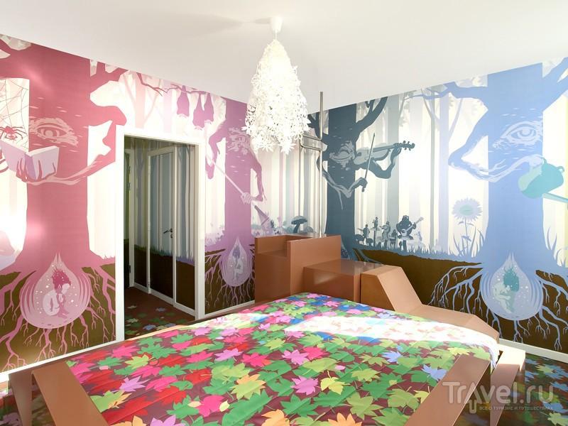 Изображенные на стенах монстры, феи и сказочные персонажи в отеле Fox, Копенгаген / Дания