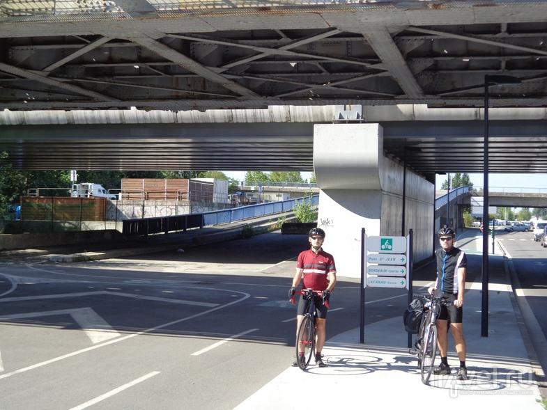 Развязка на велодороге в Бордо. / Испания