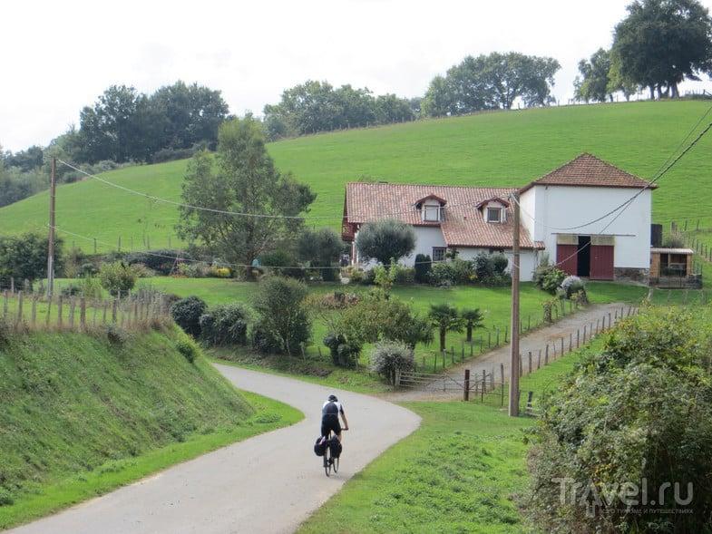 Начались холмы - скоро Пиренеи. / Испания