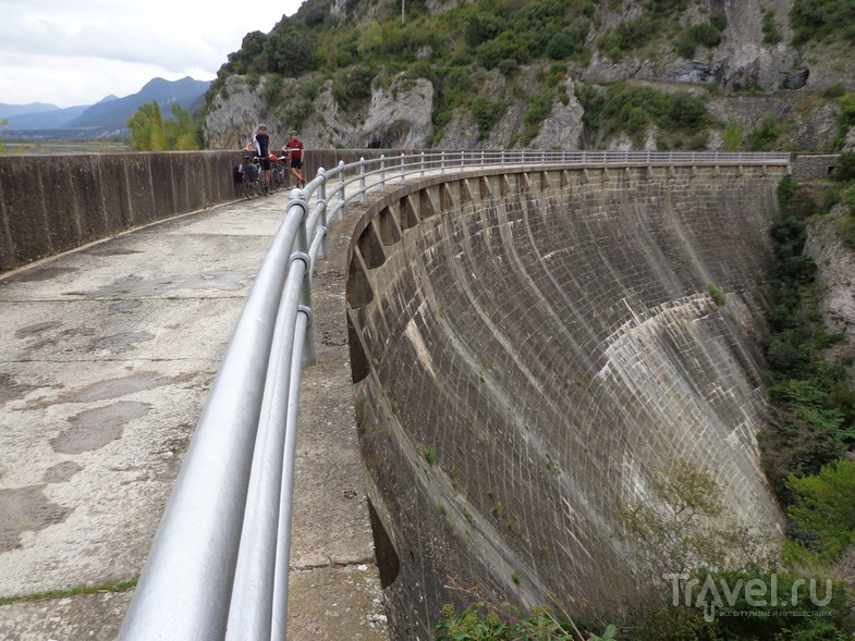Плотина у водохранилища Embalse de La Peña. / Испания