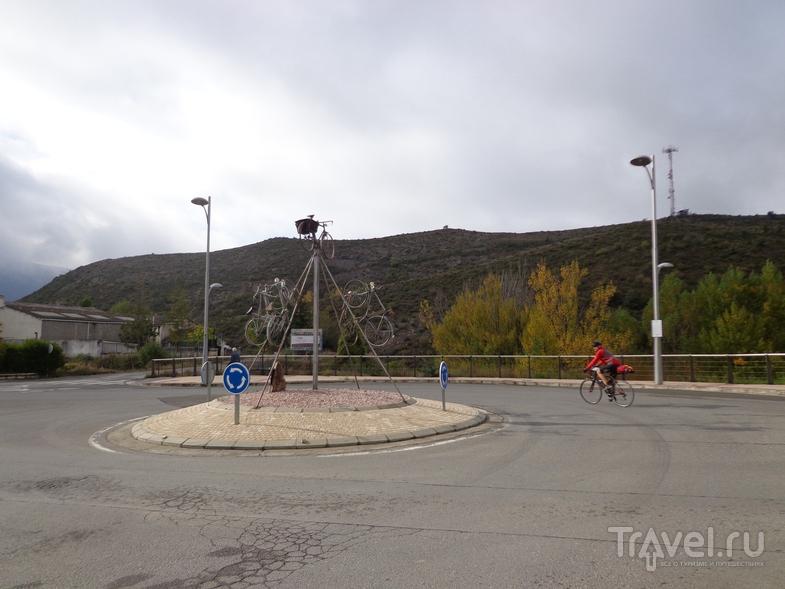 Инсталляция на выезде из Sabinanigo. / Испания