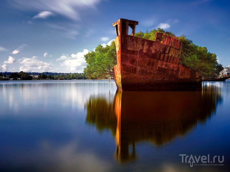 Заброшенное судно SS Ayrfield стоит на приколе в северо-западной части Сиднея, Австралия / Австралия