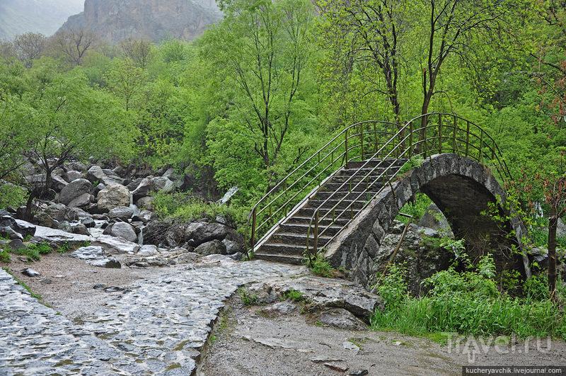 Мост через реку Азат / Армения