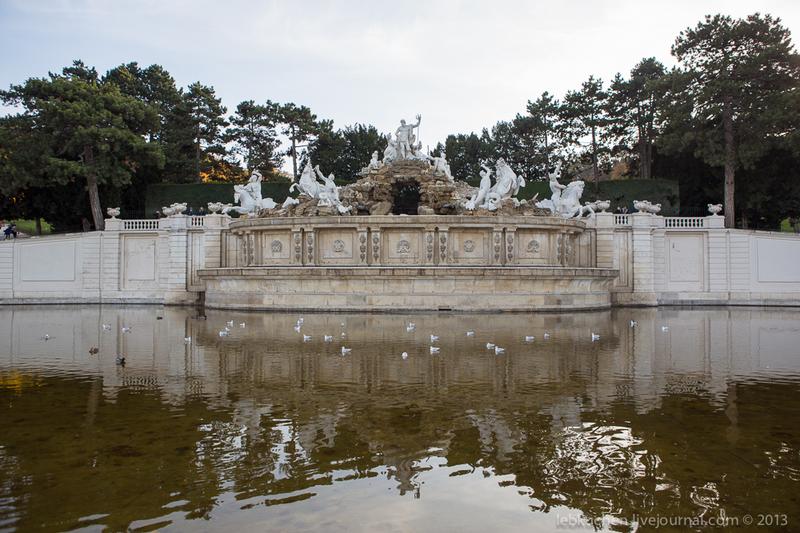 Фонтан Нептуна (австр. Neptunbrunnen) в парке Шёнбрунн, Австрия / Фото из Австрии