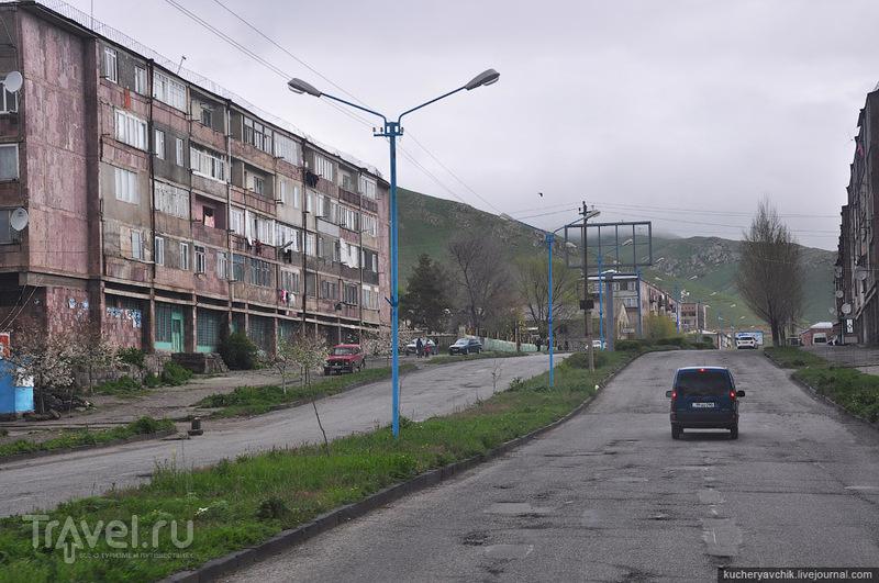 Город Севан производит прямо-таки удручающее зрелище / Армения