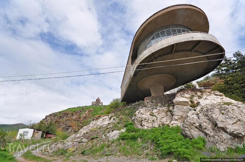 Ресторан дома отдыха писателей на озере Севан / Армения