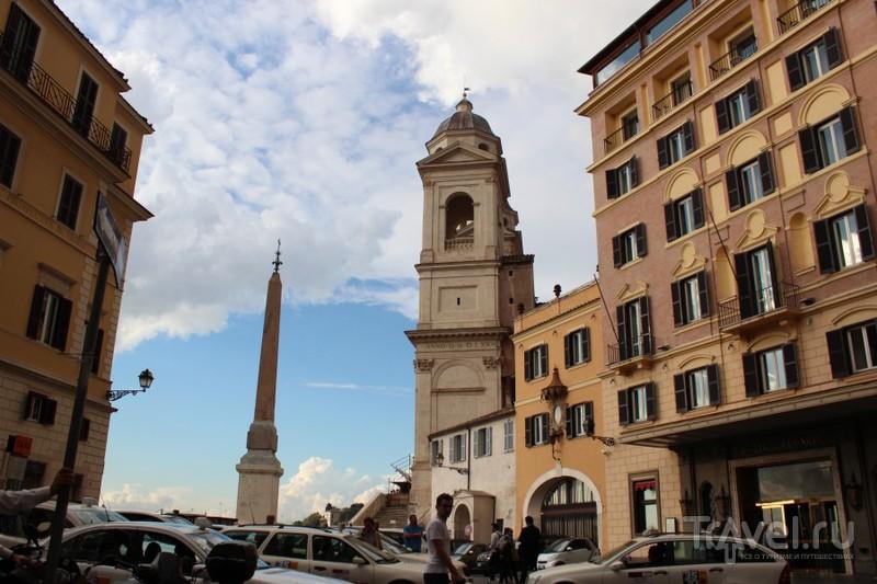 """Церковь """"Тринита дей Монти"""" (Пресвятой Троицы) и египетский обелиск перед ее фасадом / Ватикан"""