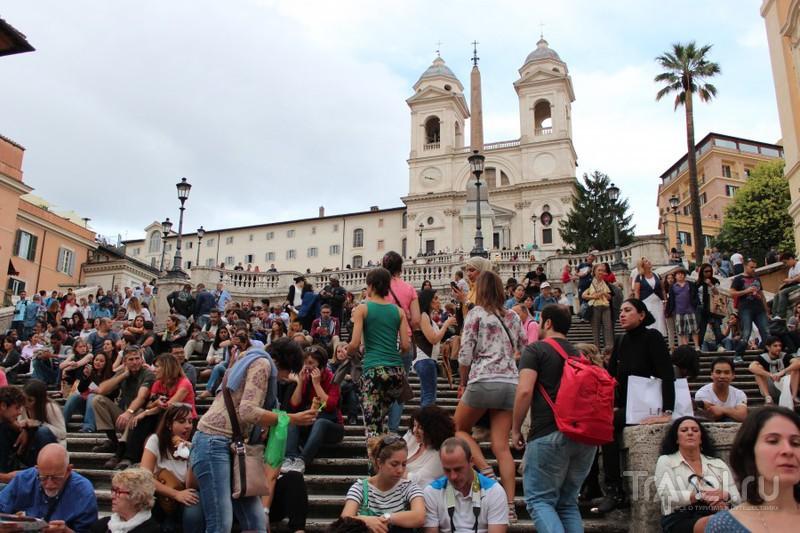 """Скопление народа на лестнице """"Тринита дей Монти"""" на Испанской площади / Ватикан"""