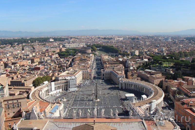 Еще один заезженный вид. Площадь св. Петра считается самой большой в Риме / Ватикан