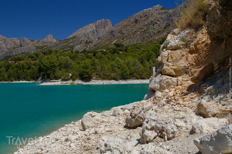 Жемчужина гор. Гуадалест / Фото из Испании