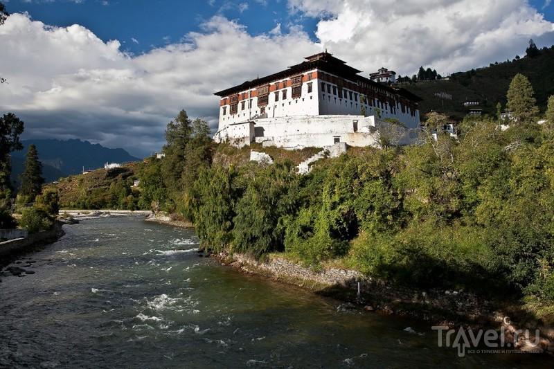 Храм Ринпунг-дзонг в долине Паро, Бутан / Фото из Бутана