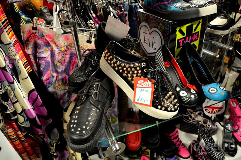 Обувной магазин в торговой галерее Afflecks в Манчестере, Великобритания / Фото из Великобритании