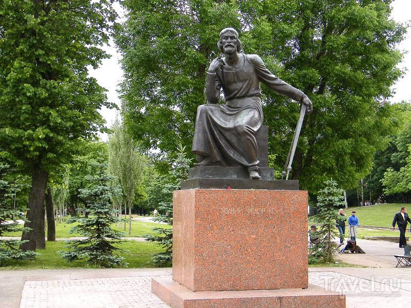 Памятник зодчему Фёдору Коню в Смоленске, Россия / Фото из России