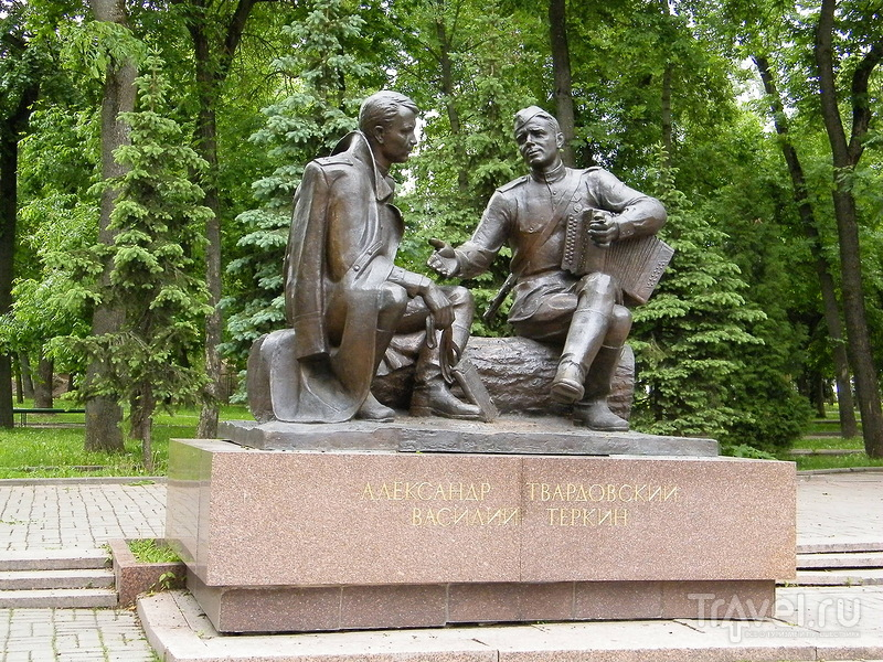 Памятник Александру Твардовскому в Смоленске, Россия / Фото из России