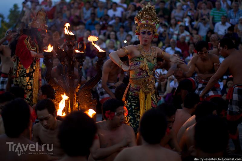 Улувату (Uluwatu). Танец Кечак (Kecak) / Филиппины