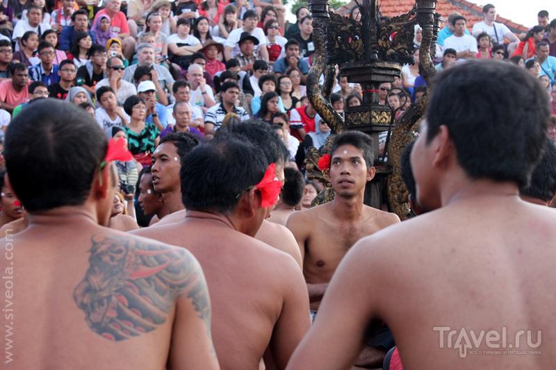 У храма Улувату на юге Бали, Индонезия / Фото из Индонезии