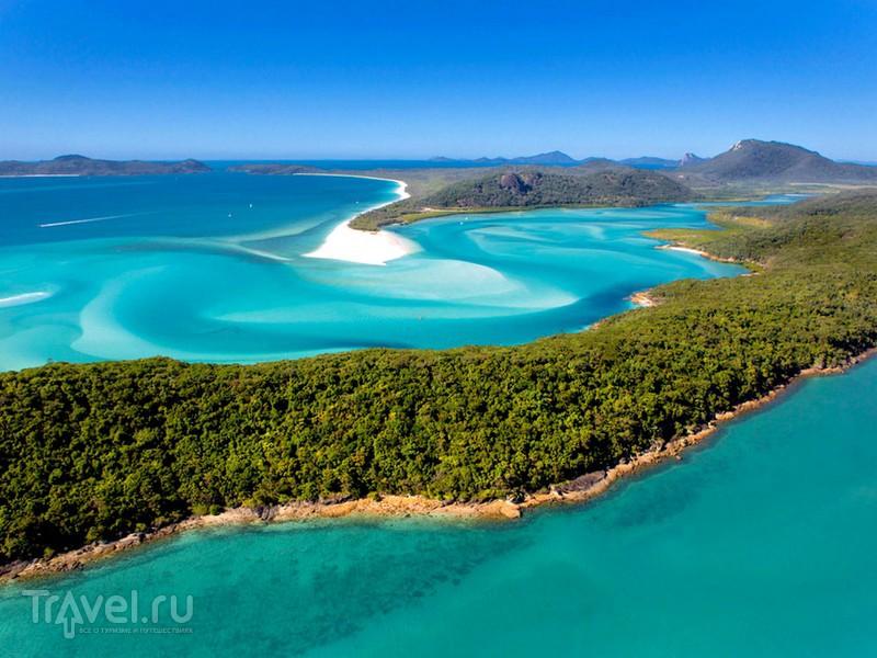 Слияние белоснежных холмов и бирюзового цвета воды образует живописные ландшафты пляжа Уайтсанди, Австралия / Австралия