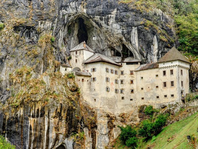 Первый камень в строительство Предямского  замка был заложен в XII веке / Словения